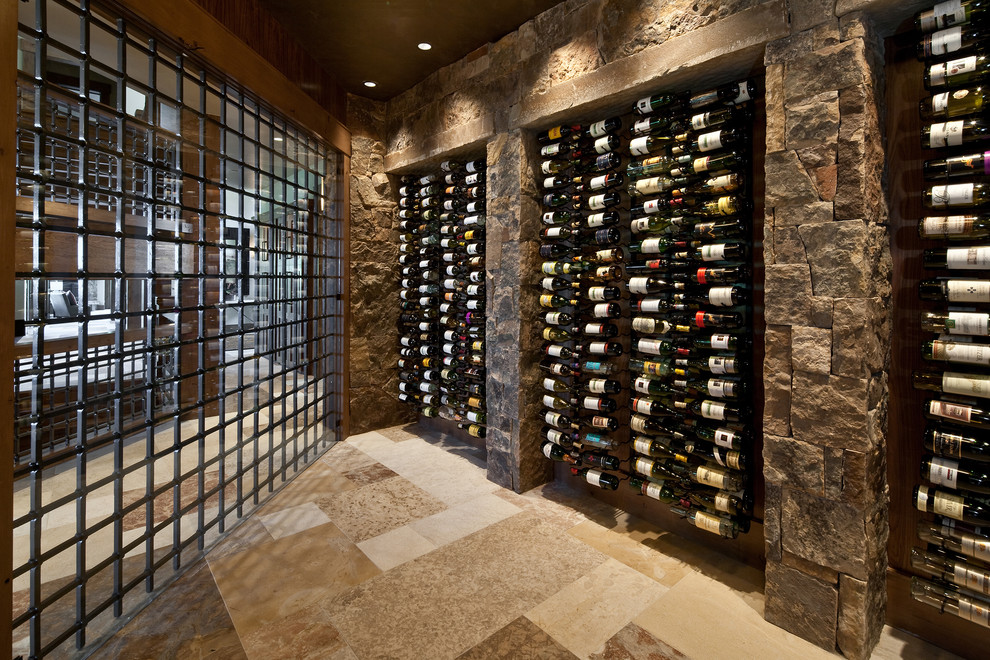 50 ideias de adegas para sua casa for Walk in wine room